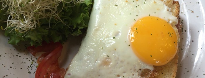 Alverre Café & Bistró is one of Posti che sono piaciuti a Sandybelle.