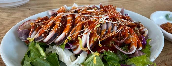 유진막국수 is one of Korean food.