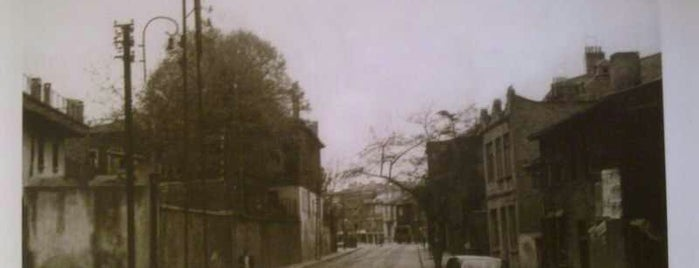 Cadde Kebap & Dürüm is one of สถานที่ที่บันทึกไว้ของ Emre.