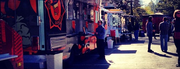 Moveable Feast: Palo Alto Square is one of Orte, die Venkatesh gefallen.