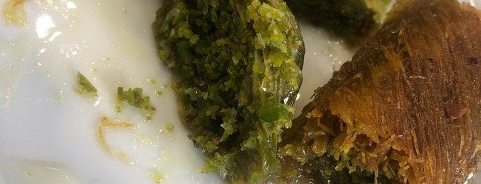Meşhur Ali Usta Kadayıf & Börek is one of Locais curtidos por Seda.