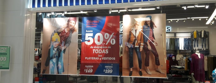 Old Navy is one of Lugares favoritos de Ricardo.