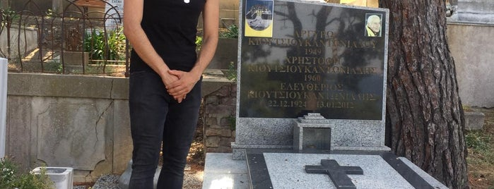 Büyükada Rum Ortodoks Kabristani is one of Erkanさんのお気に入りスポット.