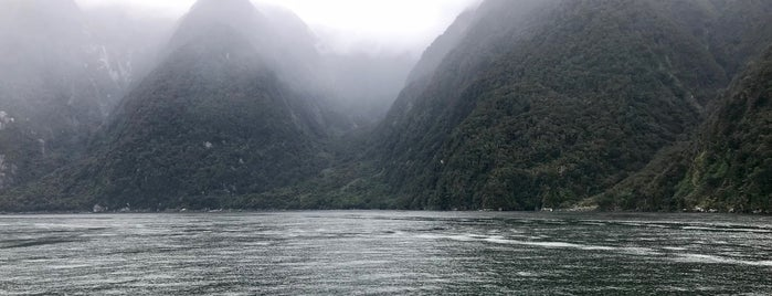 Milford Sound Cruise is one of Mattさんの保存済みスポット.