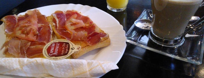 Café & Copas Distrito 05 is one of Posti che sono piaciuti a Ro.