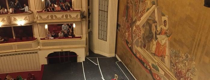 Wiener Staatsoper is one of Tempat yang Disukai Op Dr.