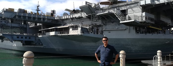 USS Midway Flight Deck is one of Carina 님이 저장한 장소.