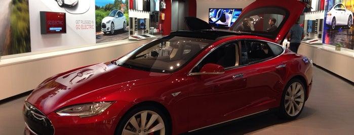 Tesla is one of Lugares favoritos de Patrick.