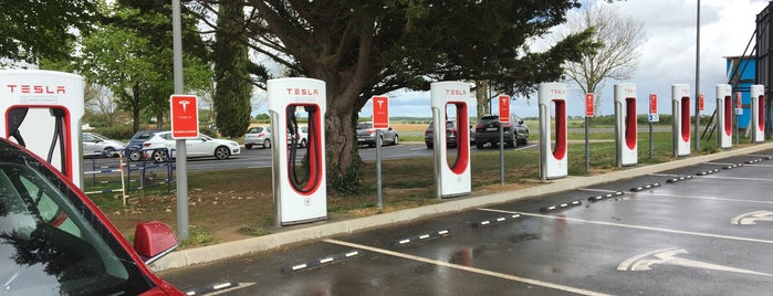 Tesla Supercharger Châteauroux is one of Tesla France CH B.