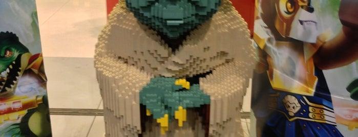 Lego is one of Lugares favoritos de Alexander.