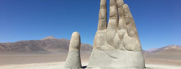 Mano del desierto is one of Crazy Places.