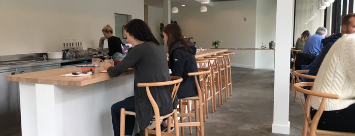 Tea Bar is one of Portlandia.