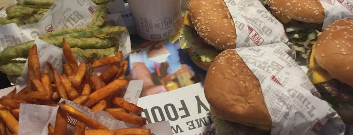 The Habit Burger Grill is one of สถานที่ที่ Blondie ถูกใจ.