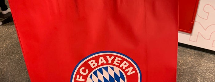 FC Bayern München Megastore is one of Korhanさんのお気に入りスポット.