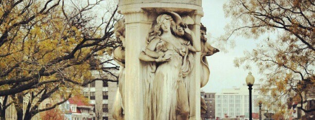 Dupont Circle Fountain (Samuel Francis Du Pont Memorial Fountain) is one of DC Monuments Run.