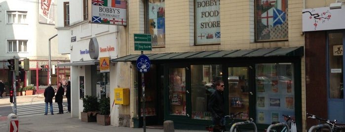 Bobby's Food Store is one of Lugares guardados de Craig.