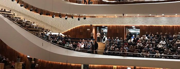 Zaryadye Concert Hall is one of Locais curtidos por Aydın.