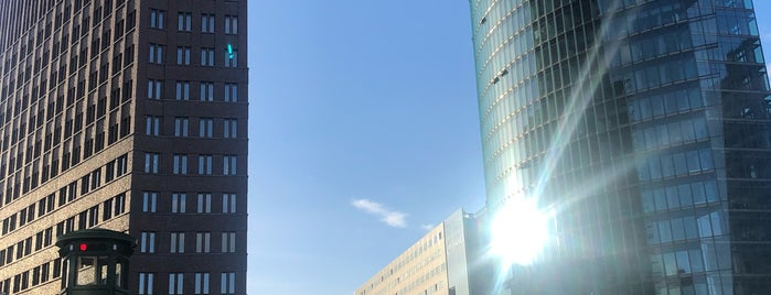 ポツダム広場 is one of V͜͡l͜͡a͜͡d͜͡y͜͡S͜͡l͜͡a͜͡v͜͡a͜͡さんのお気に入りスポット.