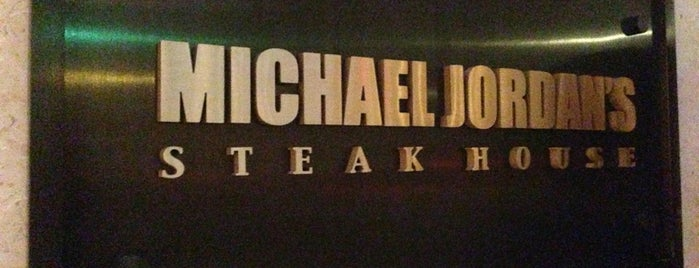 Michael Jordan's Steak House Chicago is one of Gespeicherte Orte von Mahi.