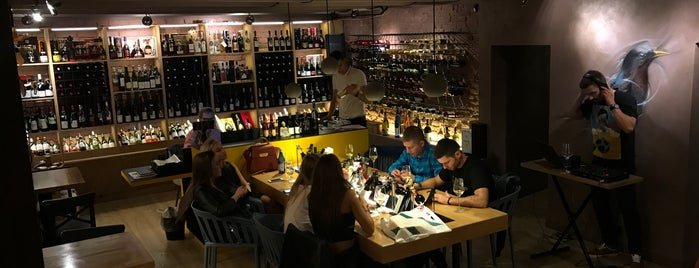 Merula Wine Bar & Shop is one of Надо сходить.