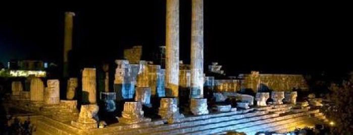 Apollonium is one of สถานที่ที่ SUAT YALÇIN ถูกใจ.