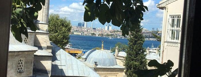 Aşiyan Kitap Kahve is one of Ucuz İstanbul.
