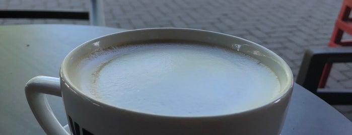 Vero Cafe is one of Locais curtidos por Sasha.