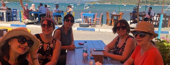 Kumsal Cafe is one of İzmir Gidilecek Yerler.