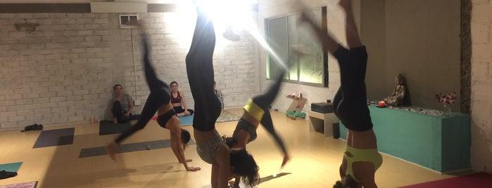108 Yoga is one of Orte, die Iris gefallen.