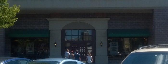 Barnes & Noble is one of Joshua'nın Beğendiği Mekanlar.