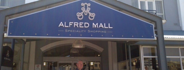 Alfred Mall is one of Meus locais preferidos.