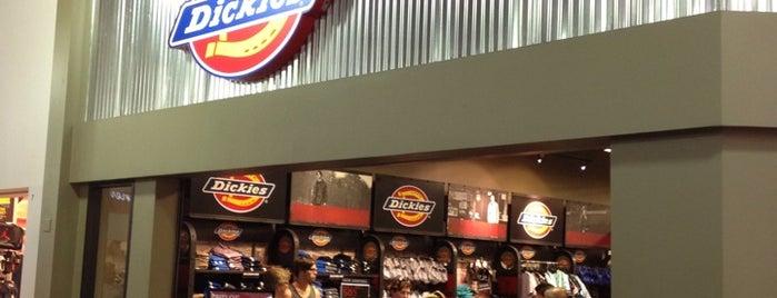 Dickies Retail Store #07 is one of Lugares favoritos de Clayton.