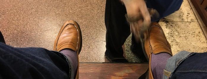 Eddie's Shoeshine and Repair is one of Lugares favoritos de Alfredo.