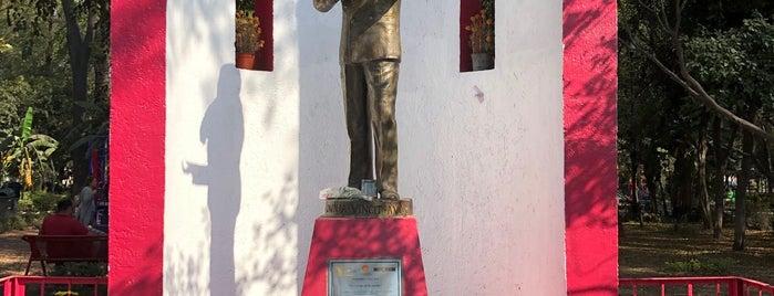 Monumento A José José (El Príncipe De La Canción) is one of Mich'in Beğendiği Mekanlar.