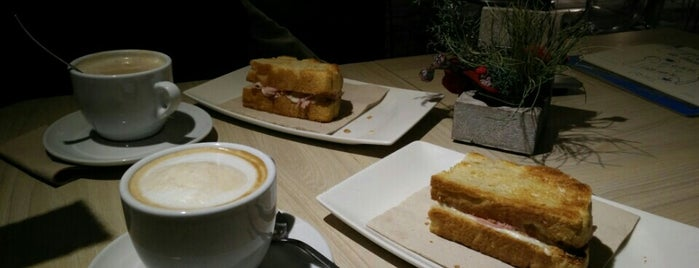 Es Tastet is one of Breakfast and nice cafes in Barcelona.