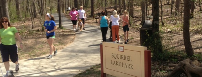 Squirrel Lake Park is one of Lugares favoritos de Michele.