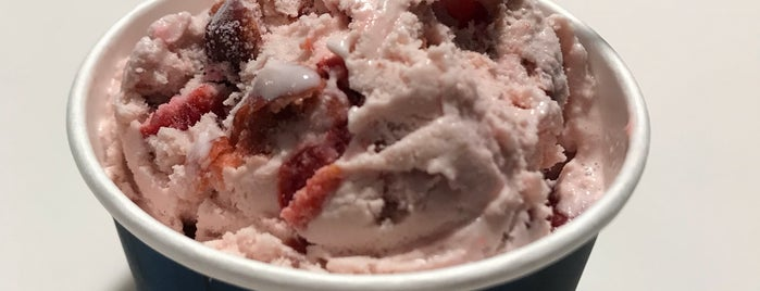 Door County Ice Cream Factory is one of สถานที่ที่ Michelle ถูกใจ.