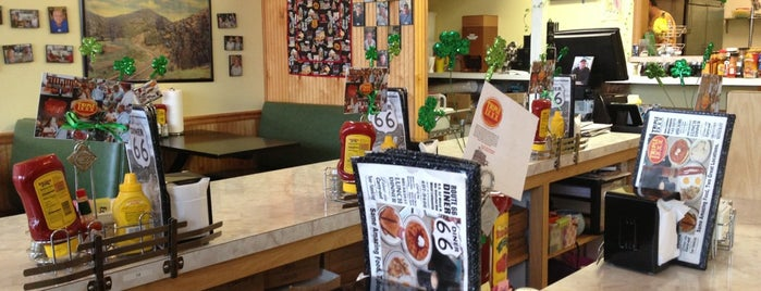 Route 66 Diner is one of Jonathan'ın Beğendiği Mekanlar.