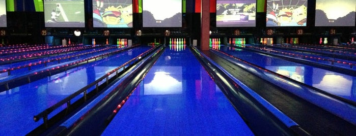 Bowlmor Lanes Union Square is one of Posti che sono piaciuti a Karen.