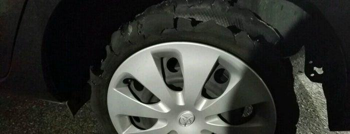 Discount Tire is one of Tempat yang Disukai Theresa.