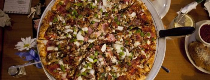 Roma Pizzeria & Restaurant is one of Lugares favoritos de Annie.