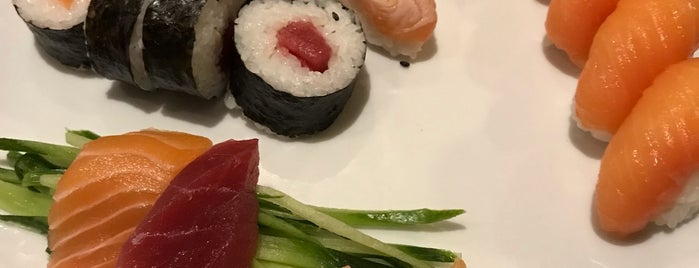 Koi Sushi Bar is one of Locais curtidos por Stelios.