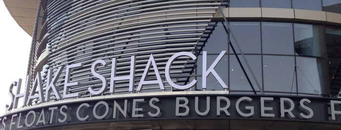 Shake Shack is one of Lugares guardados de Fatema.