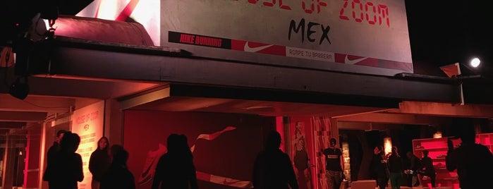 House Of Zoom is one of สถานที่ที่ Fernanda ถูกใจ.