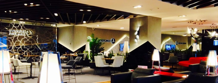 Turkish Airlines CIP Lounge is one of Gabrielさんのお気に入りスポット.