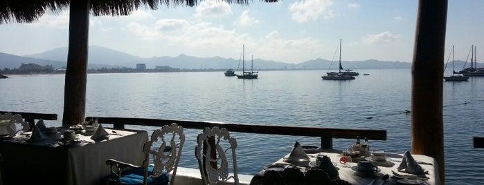 Los Delfines is one of Lugares favoritos de Hilda.