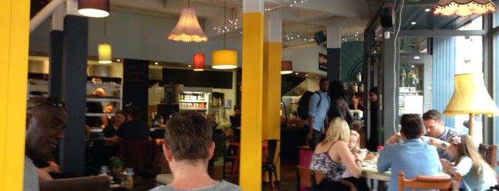 St Martin's Coffee and Tea Merchants is one of สถานที่ที่ Robert ถูกใจ.