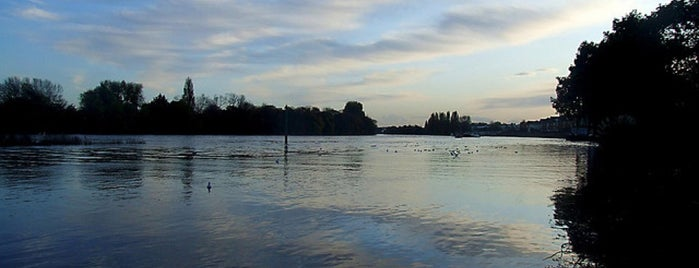 River Thames is one of London Favorites.