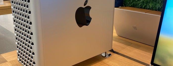 Apple Europe is one of สถานที่ที่ Max ถูกใจ.