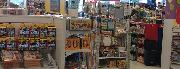 Lakeshore Learning Store is one of Orte, die Sung Han gefallen.